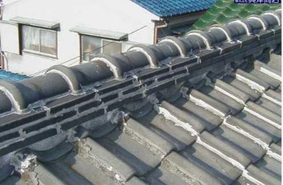 棟部への不適切なラバー(ラバーロック/瓦止め)工事による雨漏り