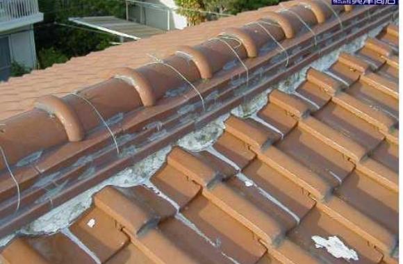 不適切な屋根漆喰(しっくい)工事